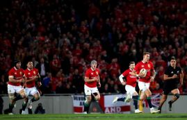 Liam-Williams-makes-a-break-supported-by-Sean-OBrien-Ben-Teo-Jonathan-Davies-and-Elliot-Daly