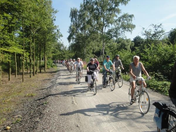 Viele Radler bei der Eröffnung des Radwegs von Stockum nach Werne