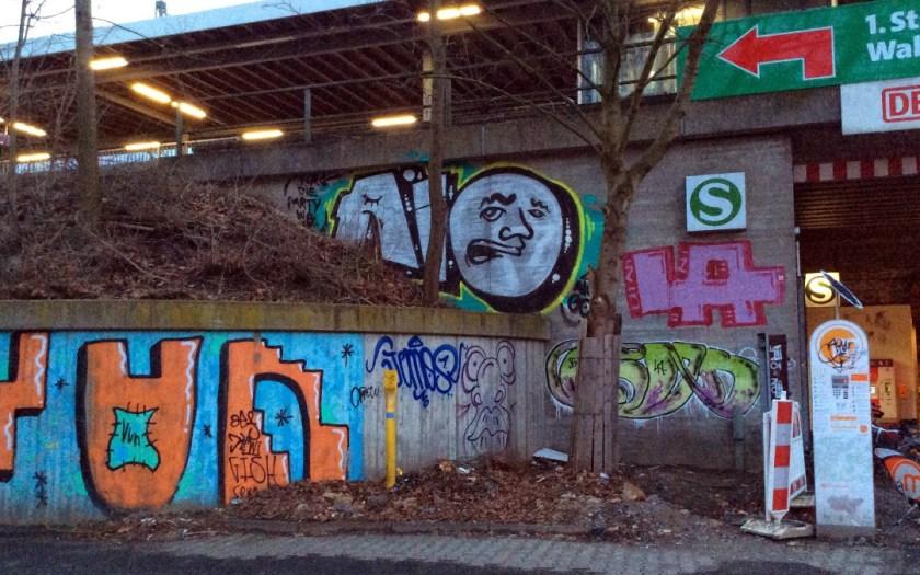 Graffiti am Zugang zum S-Bahnhof Langendreer