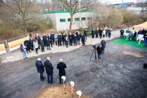 Zahlreiche geladene Gäste beim symbolischen Spatenstich für die neue Stadtwerke Zentrale (Foto: RuhrkanalNEWS)