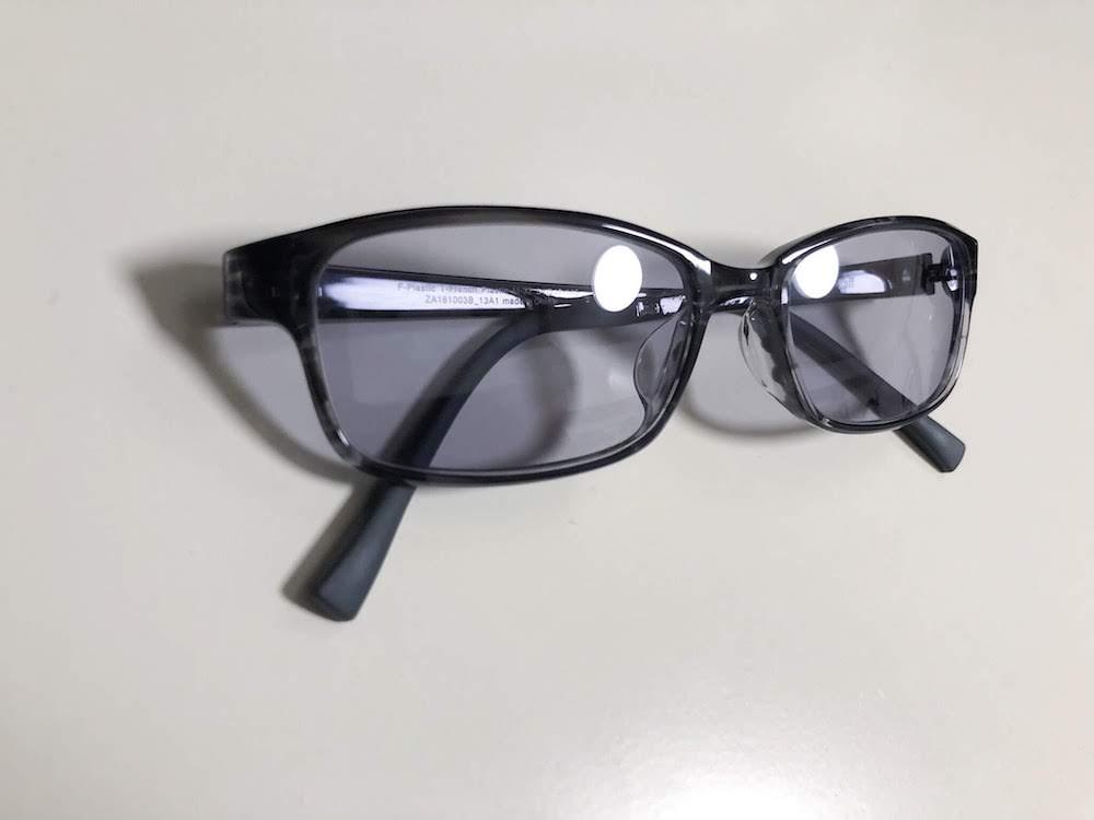 日常使いのZoffのカラーレンズメガネ。PCメガネにもOK。#わたしのブログ環境 #お前らのpcデスク周り晒していけ