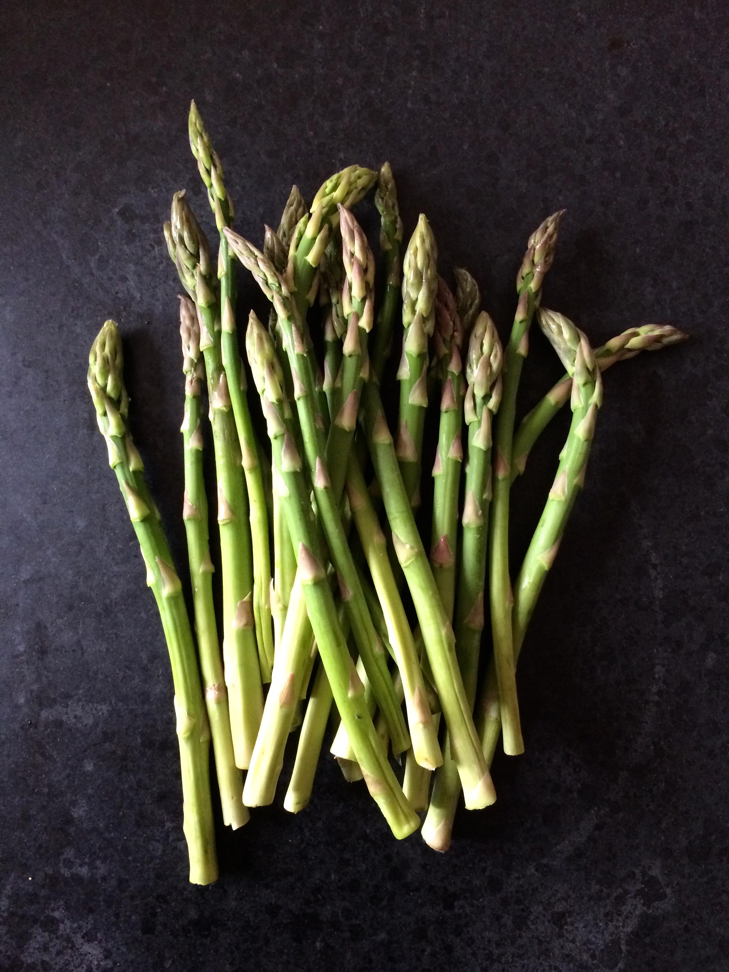 Cavatelli con esprragos verdes  verduras una a una  ruibarbacaos