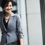 営業で最適なレディーススーツの着こなしを解説
