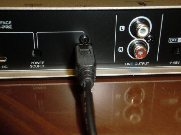UR12のUSB接続:本体側