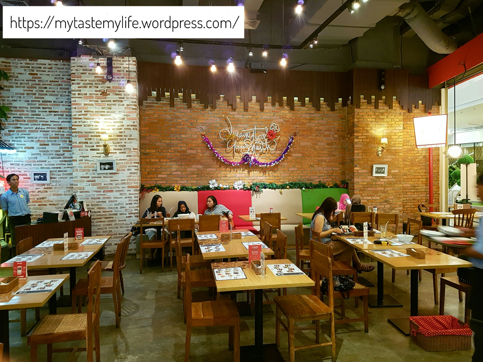 This mall was not too crowded and so were all the resto there…there were however few tables occupied in this resto