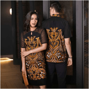 Read more about the article 3 Motif Baju Batik Pasangan Suami Istri Untuk Segala Acara