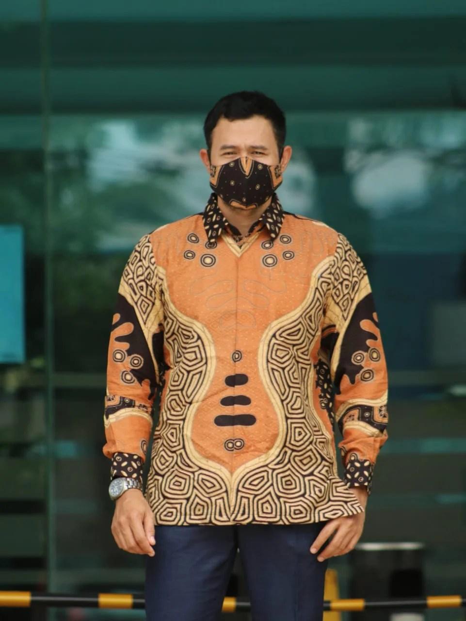 Read more about the article Koleksi Batik Doby Dengan Model Dan Motif Terbaru