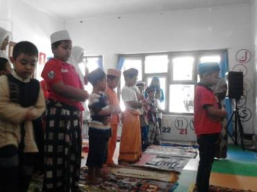 Kegiatan Belajar Sholat di Rumah Cerdas Islami (26)