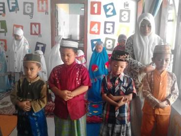 Kegiatan Belajar Sholat di Rumah Cerdas Islami (4)