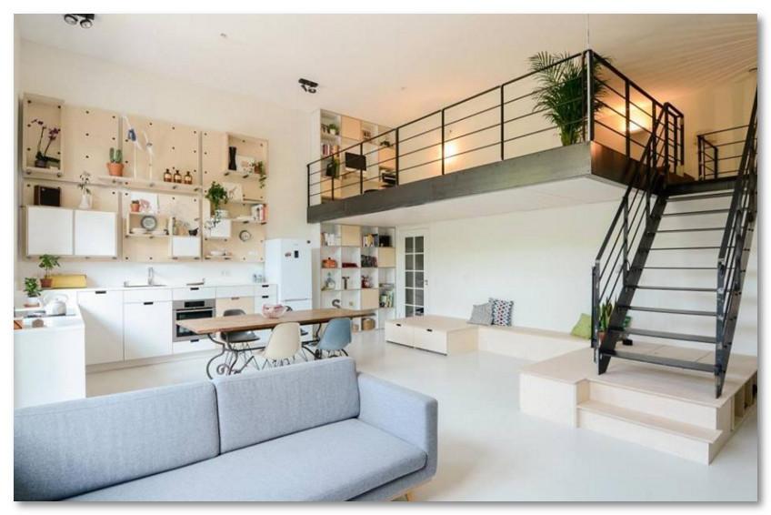 Desain Lantai 2 Yang Mirip Dengan Balkon di Dalam Ruangan