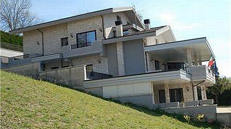 Tips Membangun rumah di tanah miring  Rumah Ruko Tanah