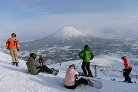 """main ski enaknya pas """"dry snow"""""""