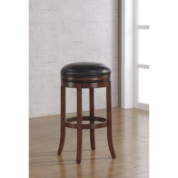 Kursi Mini Bar Mcmullin Tinggi ini menghadirkan kehangatan sebuah pub kuno langsung ke dapur Anda. Dibuat dari kayu solid,