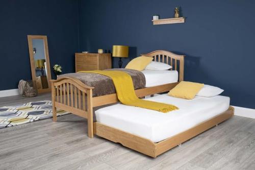 Ranjang Tidur Jati Klasik Chelsea