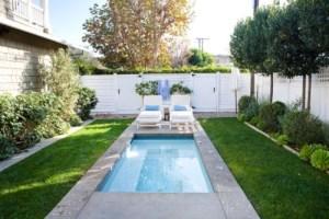15 desain kolam renang minimalis di belakang rumah 2018