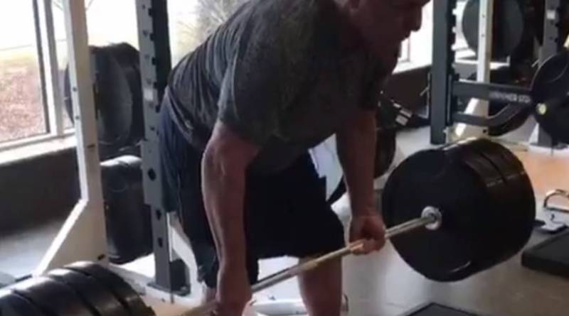WATCH RIC FLAIR DEADLIFT 400 FREAKIN' POUNDS (HE IS 67 YEARS OLD).