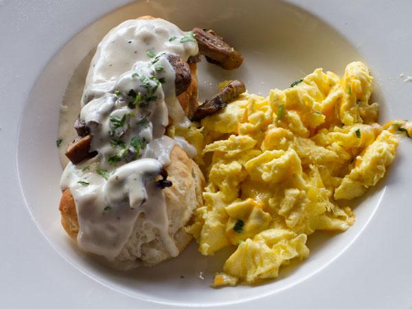 Biscuits-with-Mushroom-Grav