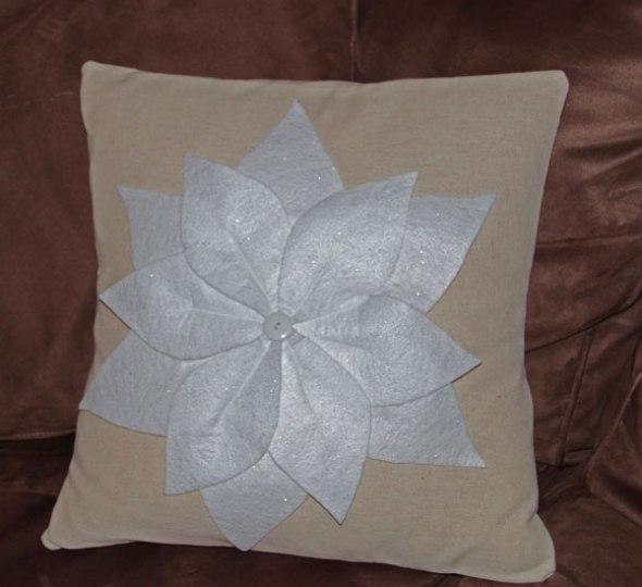 pointsetta-pillow