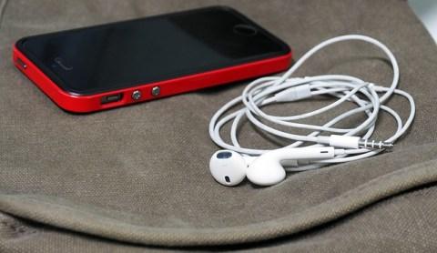 headphones-1088732_640