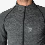 Test Compressport Seamless Zip Sweater, pour un confort illimité de l'échauffement à la récupération.