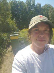 samantha-burns-runamuk-apiaries