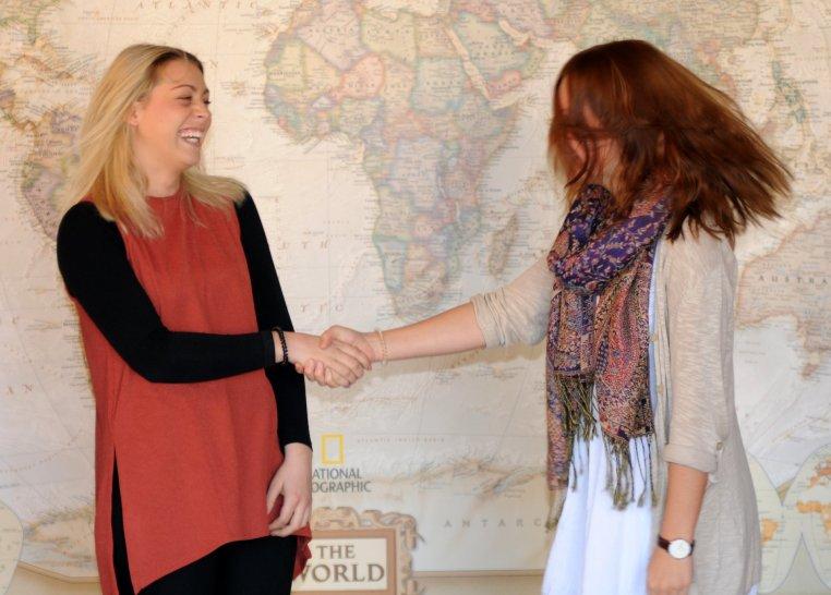 Kim Binnig & Nadine Schliedermann grasp hands