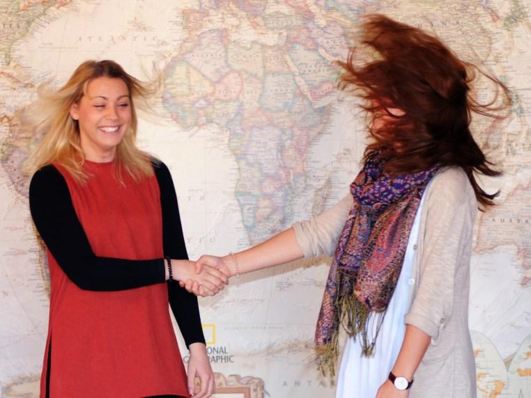 Kim Binnig & Nadine Schliedermann shake hands