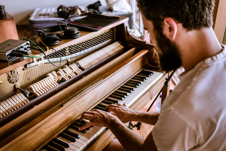 Benjamin Geyer playing piano