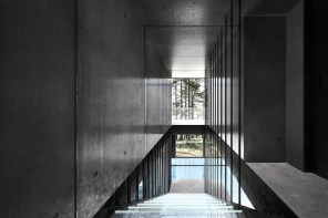 laav-architects-villa-clessidra-concept-is-divided-by-a-swimming-pool-12