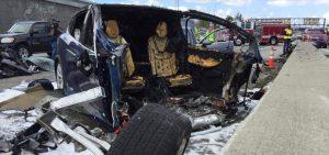 Accidente de un Tesla en la autopista