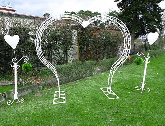 Hochzeitsbogen Herzform mieten inkl Deko  rund um Ihre