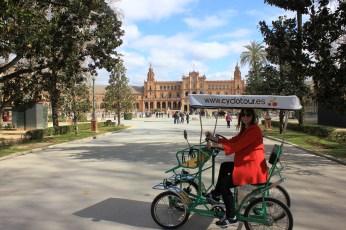 cycling in plaza de espana