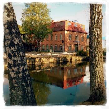 Inte konstigt att Rundqvists vackra hus gillar att spegla sig i ån! Foto: I Berner
