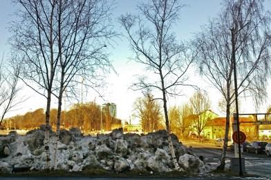 """Och jodå, det finns mer Lisebergssnö att hämta! Det är också här någonstans som Ferlins strofer: """"Inte ens en grå liten fågel och aldrig en björk som står vit…"""" dyker upp."""