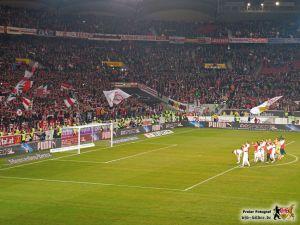 Die Mannschaft beschert ihrem Trainer die Festanstellung. Bild © VfB-Bilder.de
