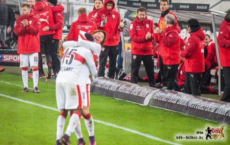 Asano und Mané, glücklich vereint. Bild © VfB-Bilder.de