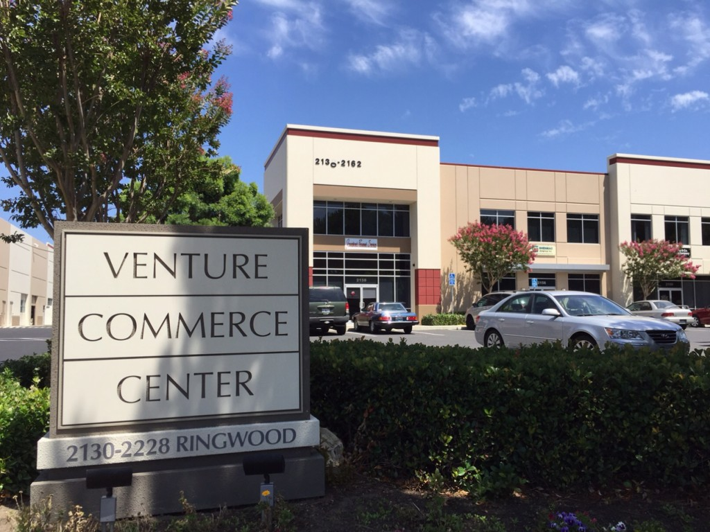Bạn chạy xe trên đường Ringwood, hãy để ý tìm tấm bảng Venture Commerce Center nầy