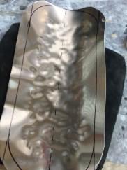fabrication d'un garde boue en tôle d'aluminium sur mesure pour moto