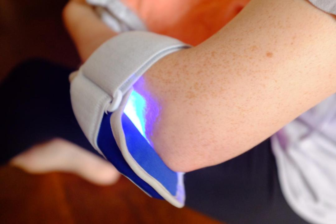 girl wearing philips blue control on elbow