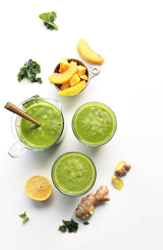 THE-BEST-Green-Smoothie-Ginger-lemon-peach-mango-and-kale-vegan-plantbased-smoothie-greensmoothie-recipe-minimalistbaker