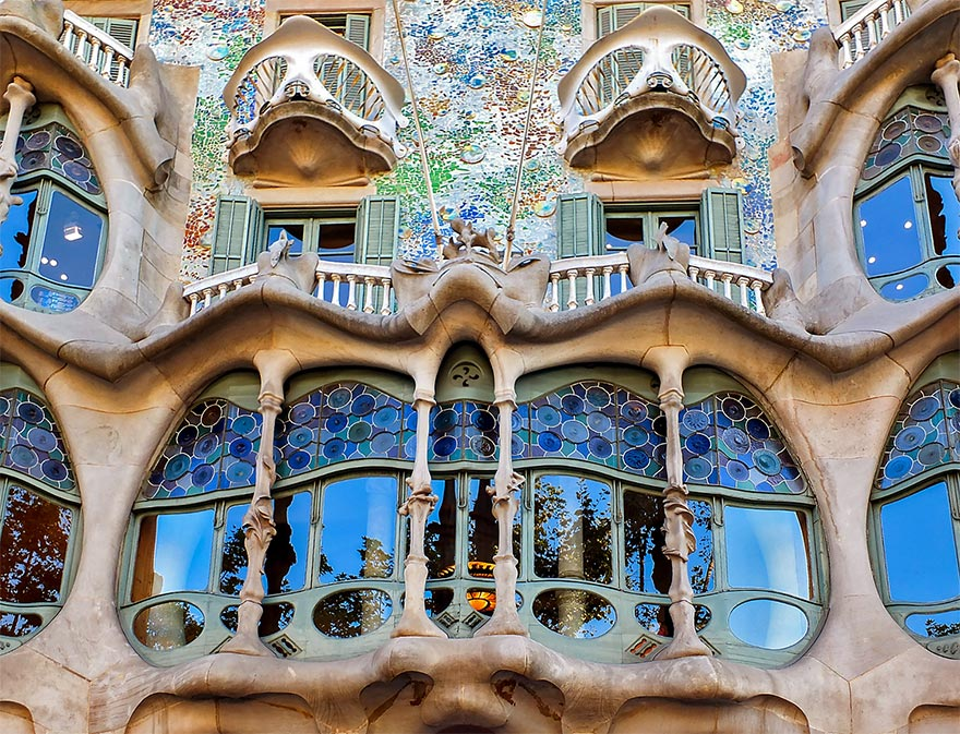 CASA MIL or CASA BATLL which Gaud house is better