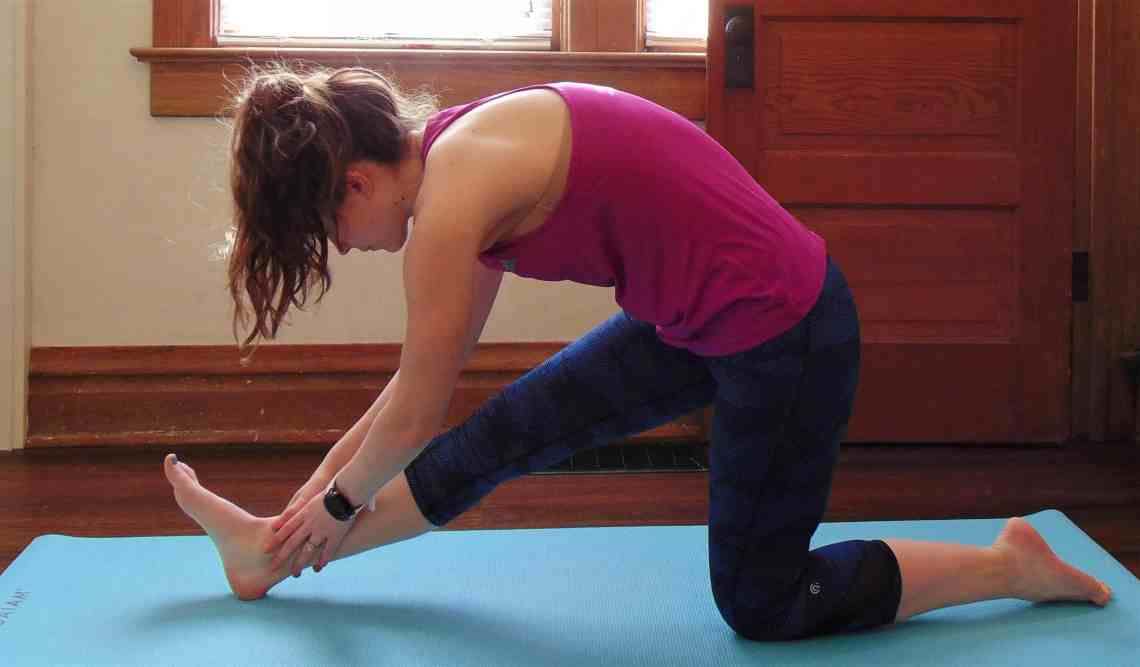 The ultimate source of recovery yoga routine for runners. These awesome yoga poses will enhance your recovery and keep you running injury free. Promote flexibility while alleviating tight hips, It band pain, and any lingering tightness in your legs with this yoga sequence for runners. Include it in your post run recovery routine or use it to enhance your rest days! The perfect addition to any training plan.