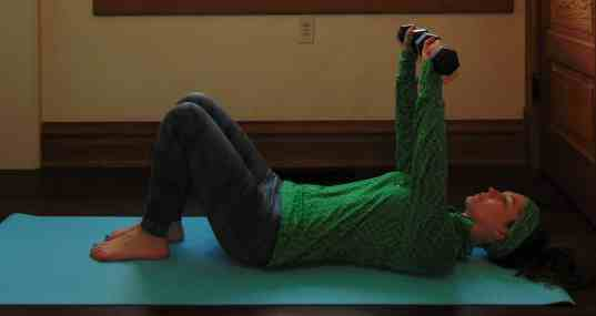 St. Patrick's Day Lucky 7s Full Body Dumbbell Workout: Chest Press