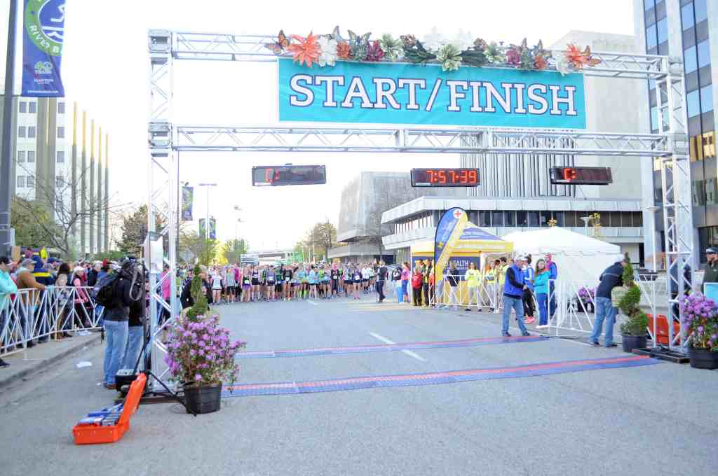 Running your first 5k race is an incredibly exciting experience! Learning what to expect during 5k training is key for beginners to stay motivated and consistent with their schedule. Here are 8 essential tips to know for your first 5k! #5k #5krace #5ktraining
