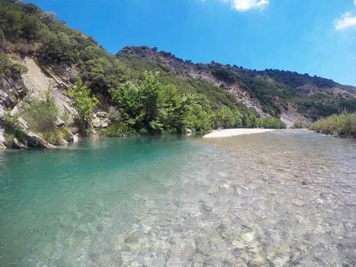 Μπάνιο στον Εύηνο ποταμό