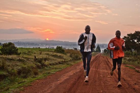 keniatas_entrenando_amanecer