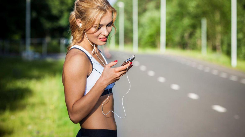 Hardloopsters kijkt op app