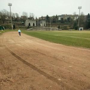 Le stade d'Antoing a été aménagé dans une ancienne carrière à chaux