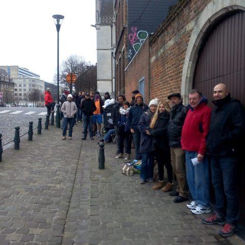 La file devant le bureau des 20km, le jour de l'ouverture des inscriptions