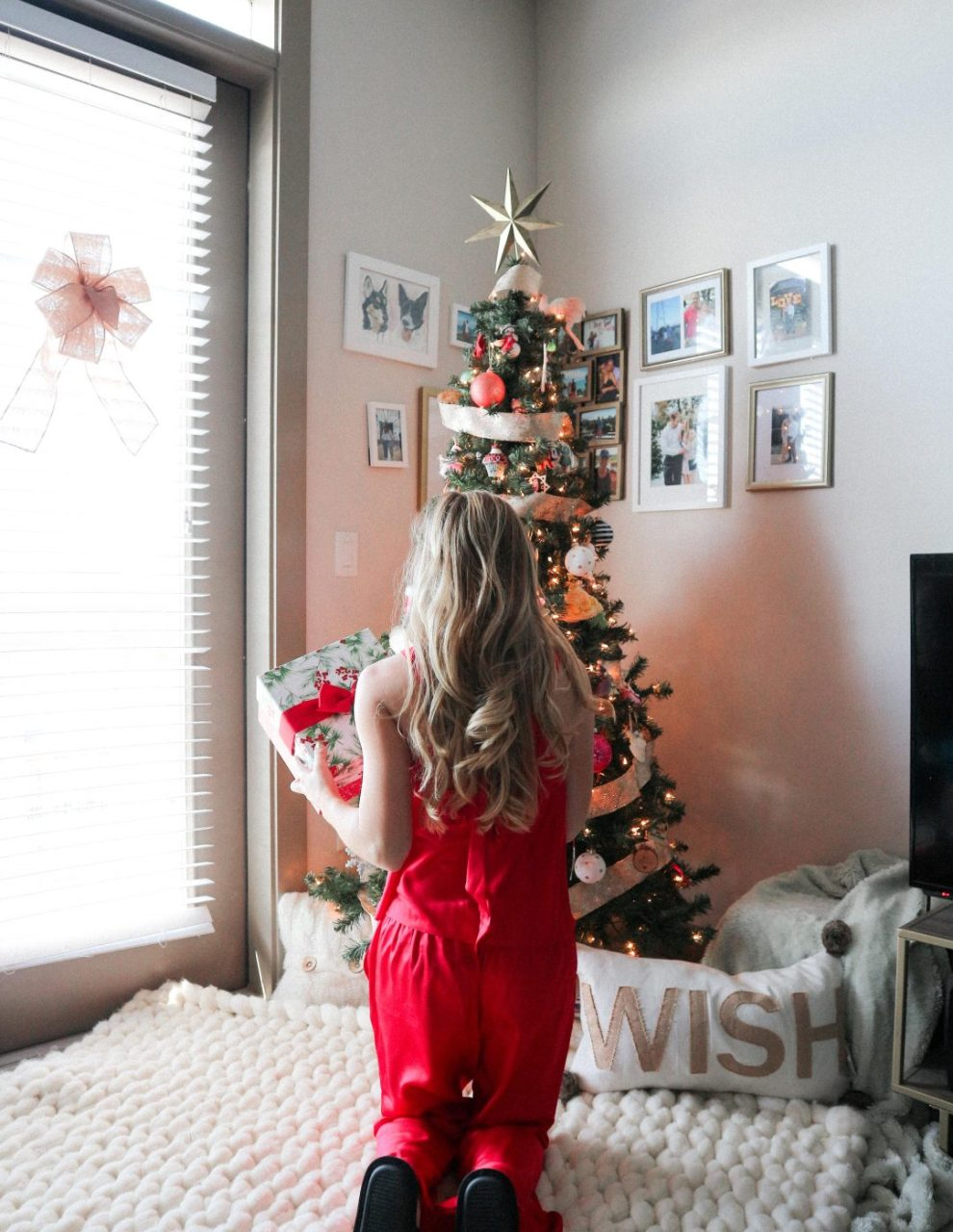 christmas apartment decor featured by top Dallas lifestyle blogger, Running in Heels.